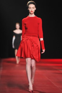 nina-ricci-rotes-outfit-paris-fashion-week-1759580