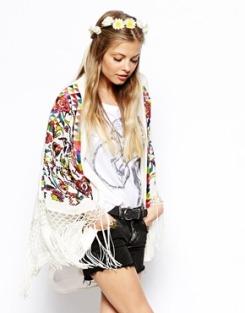 http://www.asos.de/ASOS-Bestickter-Kimono/1443qx/?iid=3832569&mporgp=L0FTT1MvQVNPUy1FbWJyb2lkZXJlZC1LaW1vbm8vUHJvZC8.&WT.ac=rec_viewed