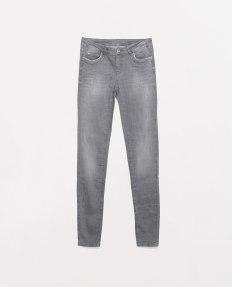http://www.zara.com/de/de/damen/jeans/r%C3%B6hrenjeans/jeans-medium-rise-c498020p1984662.html