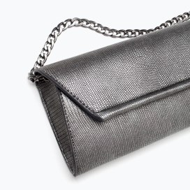 http://www.zara.com/de/de/damen/taschen/handtaschen/kuvert-umh%C3%A4ngetasche-c269201p2320501.html