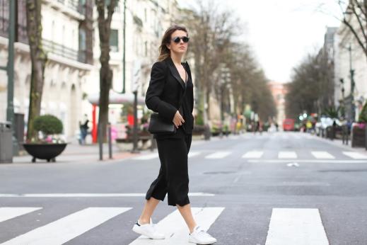 clochet-streetstyle-outfit-mango-black-culottes-celine-trio-bag-adidas-stan-smith-2