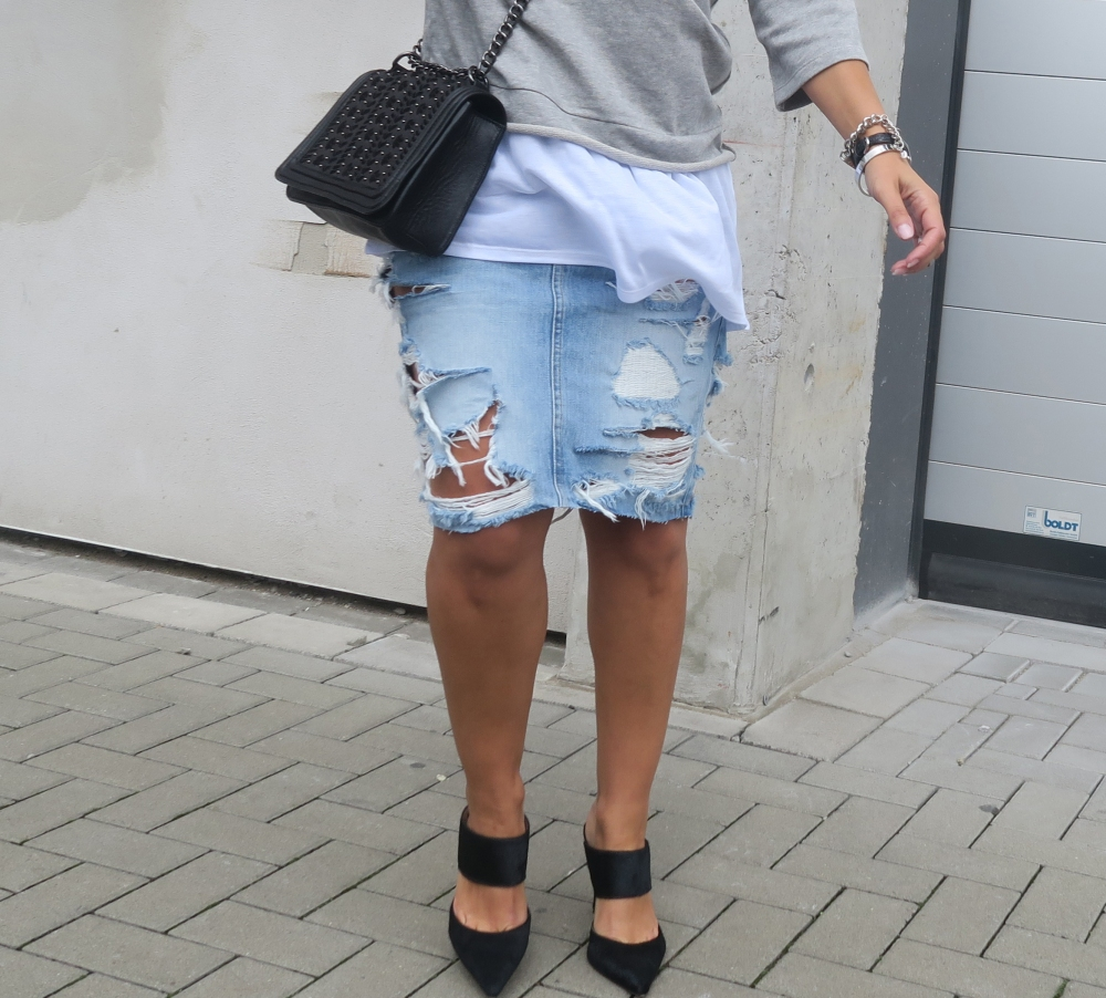 Distressed Blogger Jeans Style
